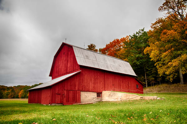 Red Barn Stands out with the Fall Colors
