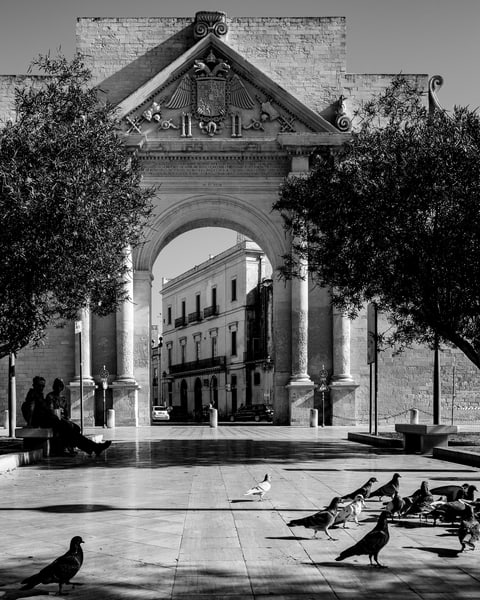 Lecce - Porta Napoli bw, photo by Jeremy Simonson