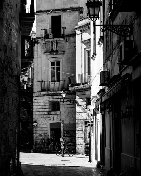 Lecce - Streets with Bike IV bw, photo bu Jeremy Simonson.