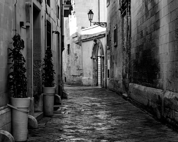 Lecce - Street Scene I bw, photo by Jeremy Simonson
