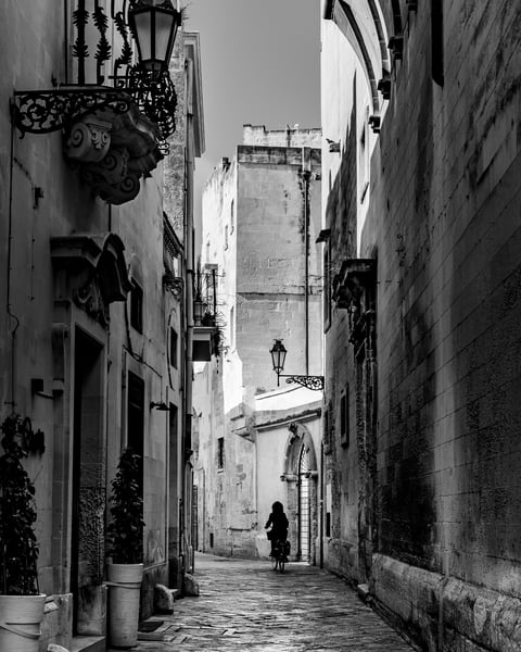 Lecce - Streets with Bike II bw, photo by Jeremy Simonson