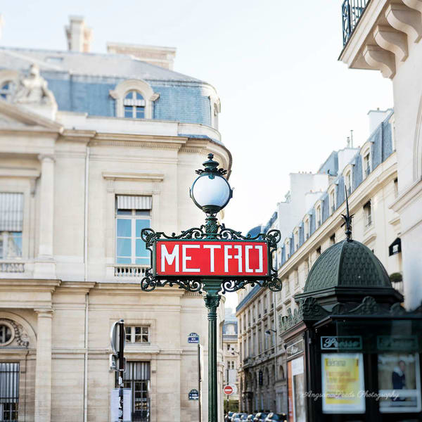 Paris 1 Arr Metro Sign Art   AngsanaSeeds Photography