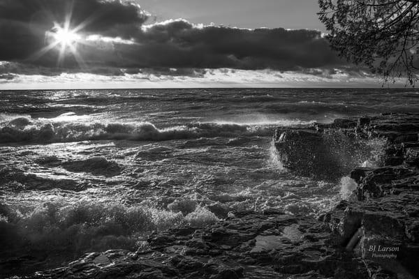 Cave Point Sunburst B W 0403 Photography Art | Larson Fine Art Photography