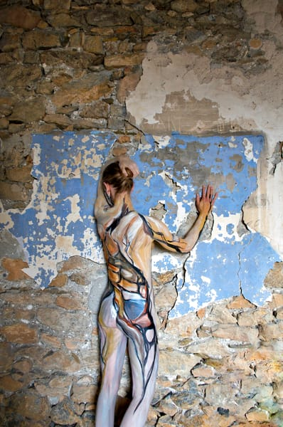2011 Cracked Wall Greece Art | BODYPAINTOGRAPHY