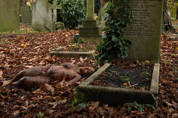 2014   Graveyard   United Kingdom Art | BODYPAINTOGRAPHY