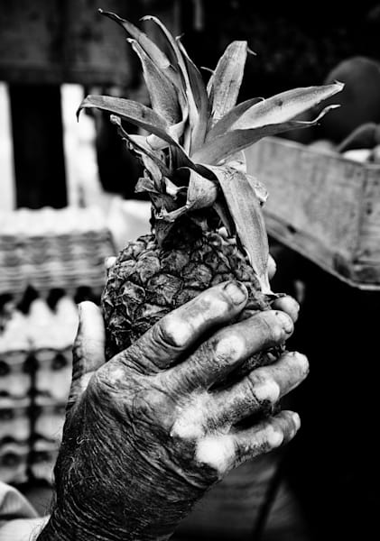 pinapple hands, peru,
