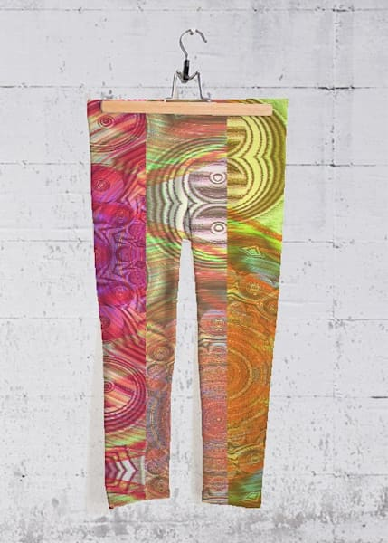 Digital Distraction Yoga Capri Pants | Lillith