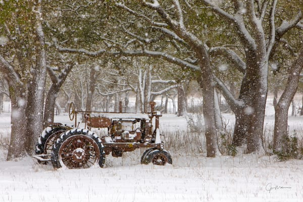 Texas ,snow, storm, snowstorm, white, red, antique, tractor