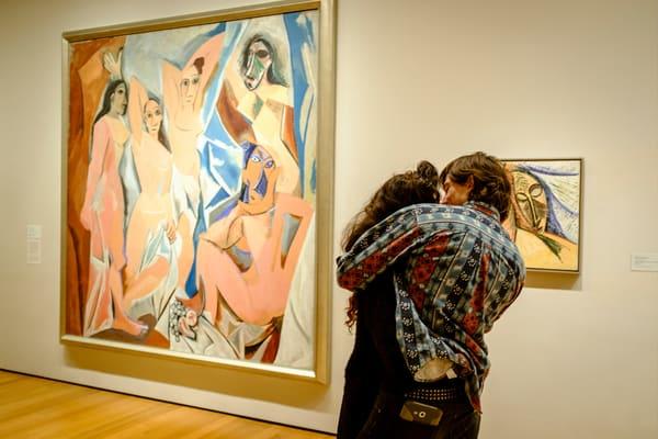 Pabo Picasso, Les Desmoiselles d'Avignon, 1907; avec une demoiselle et un homme, MoMA, 2016.