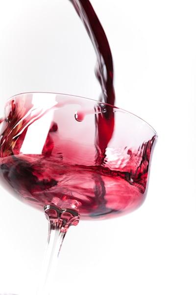 Sloppy wine pour