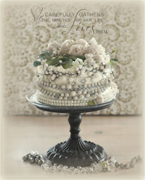 SPARKLY GLAM CAKE WITH ROSES ART