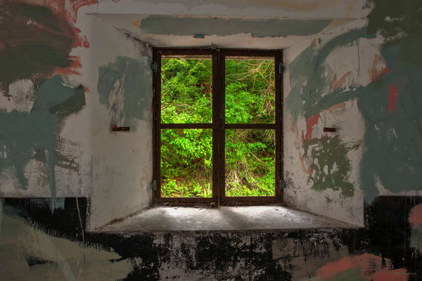 DP691 Fort Worden window