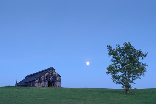 Moonrise Over Barn 5233
