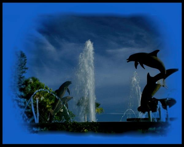 Blue Dolphin Vignette Photography Art | It's Your World - Enjoy!