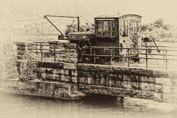 Dam Locomotive