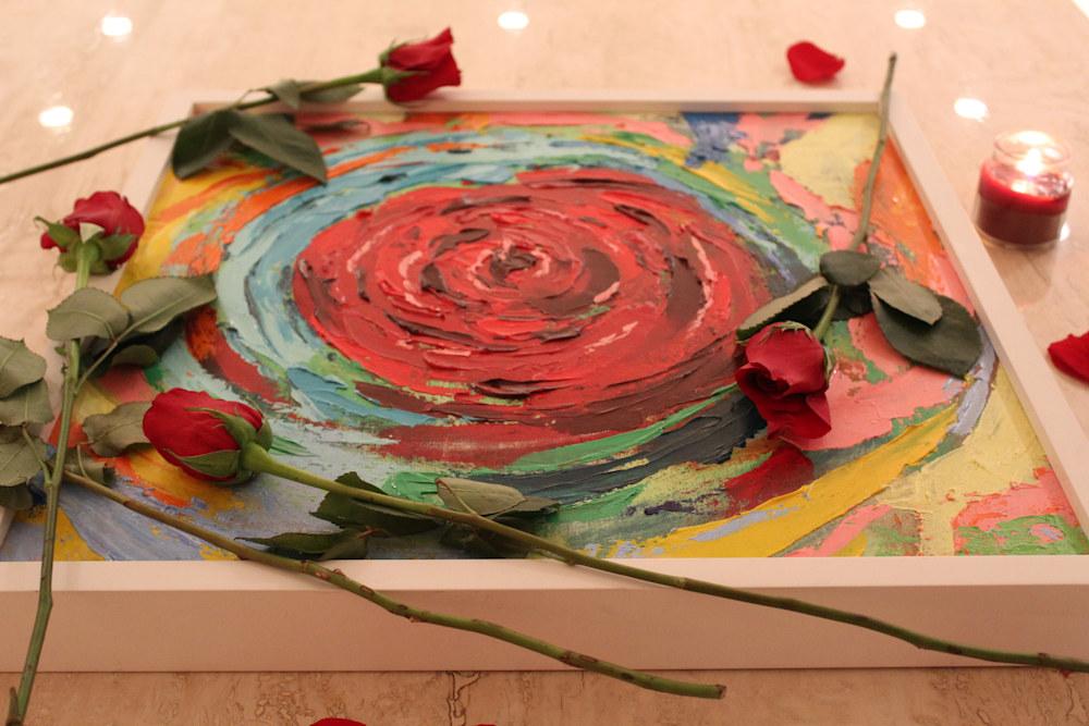 Side view Rose Vortex w roses on travertine Lesley Koenig