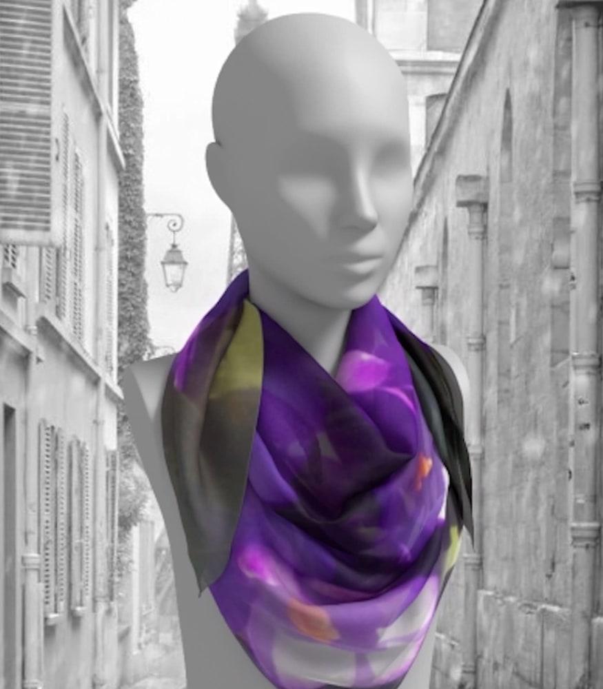 Purple bouquet paris background