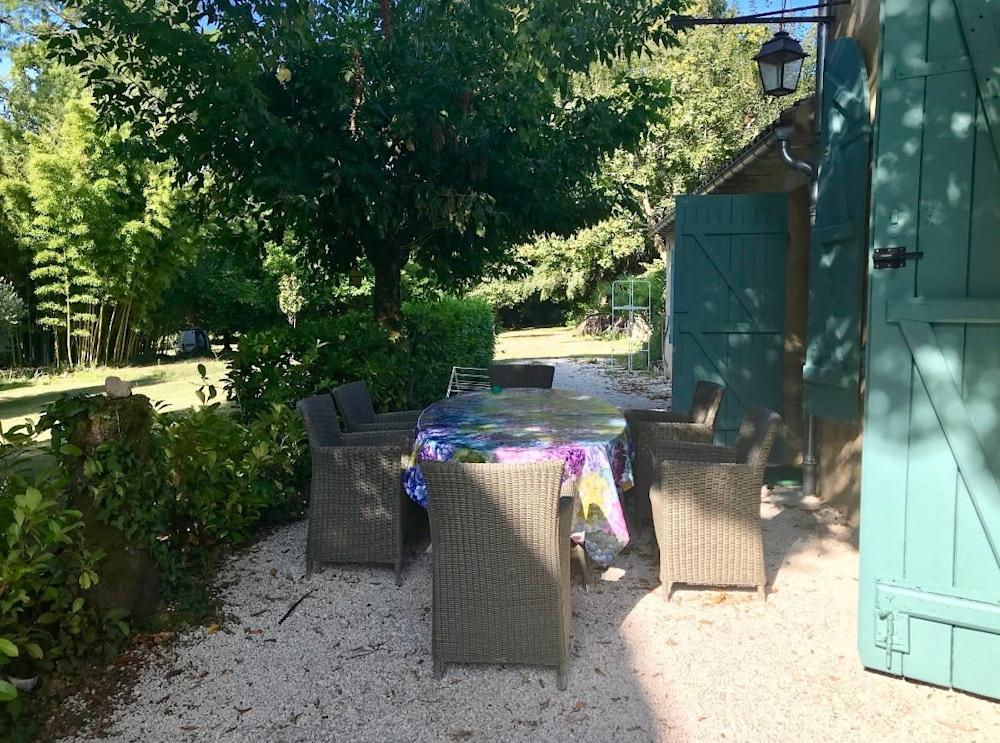 France Cottage dining