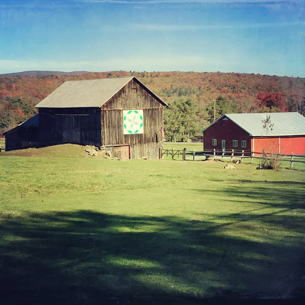 Autumn Barn Quilt Barn Image