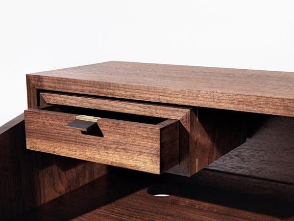 Mid Century Walnut Desk by Timothy Hogan 10 grande