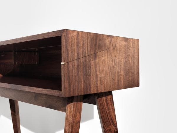 Mid Century Walnut Desk by Timothy Hogan 13 grande