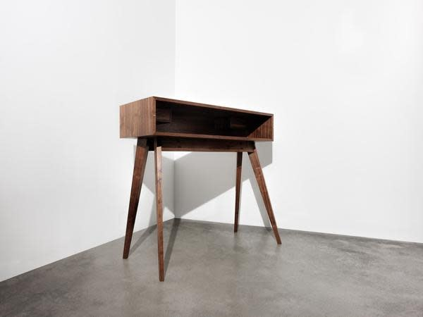 Mid Century Walnut Desk by Timothy Hogan 5 grande