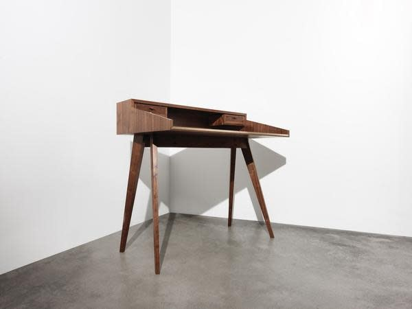 Mid Century Walnut Desk by Timothy Hogan 6 grande