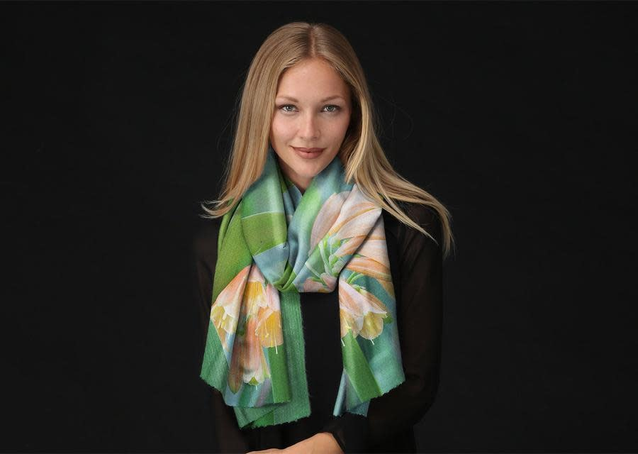 Margot Carrera floral nature long scarf 900x900