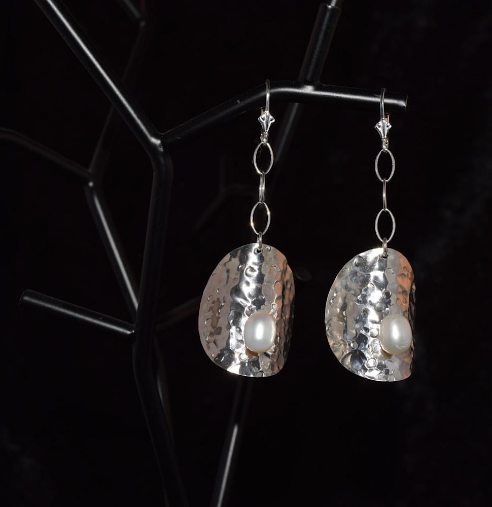 SVE002 Domed FW Pearl Earrings 1