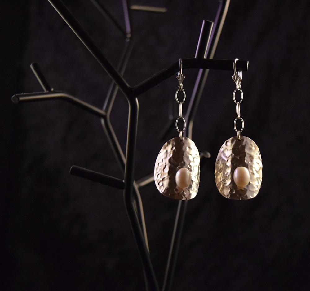 SVE002 Domed FW Pearl Earrings 2