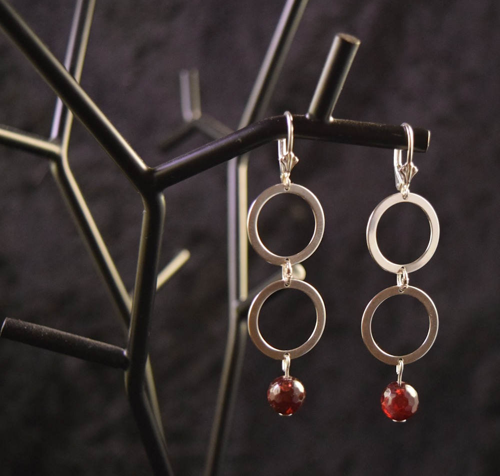 SVE013 double round dangling earrings w faceted garnets