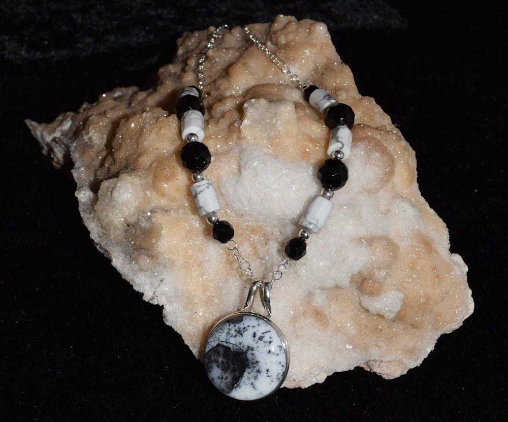 SVNL014 Dendrite Opal Black Onyx Howlite 1