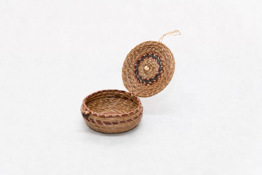 Handwoven Pine Needle Basket with Cover   View 2