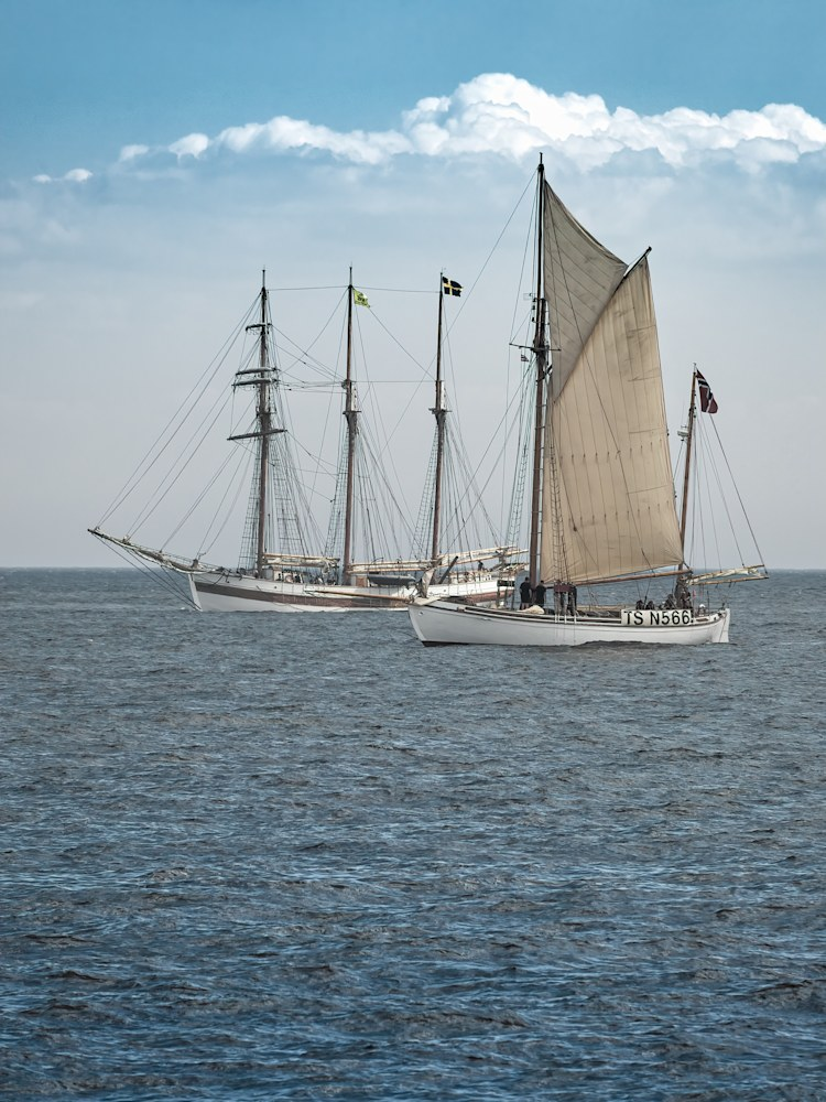 VEGA GAMELBY (SWE) and STINA MARI (NOR)   North Sea