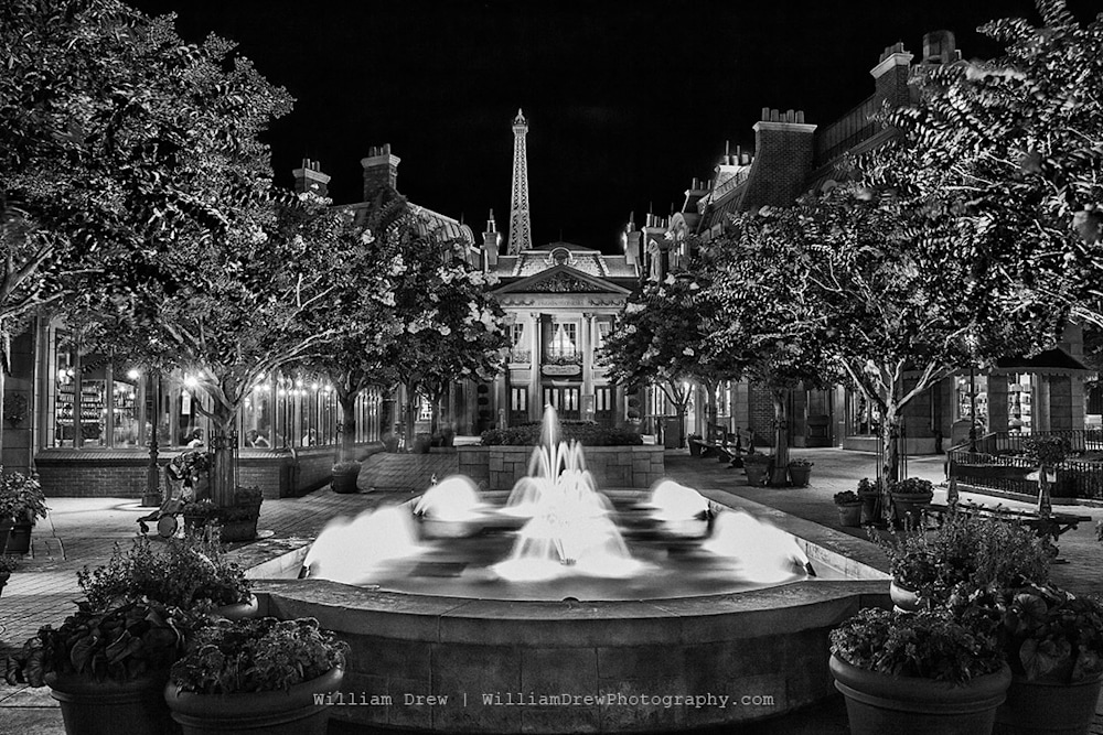 France Fountain in Black and White sm
