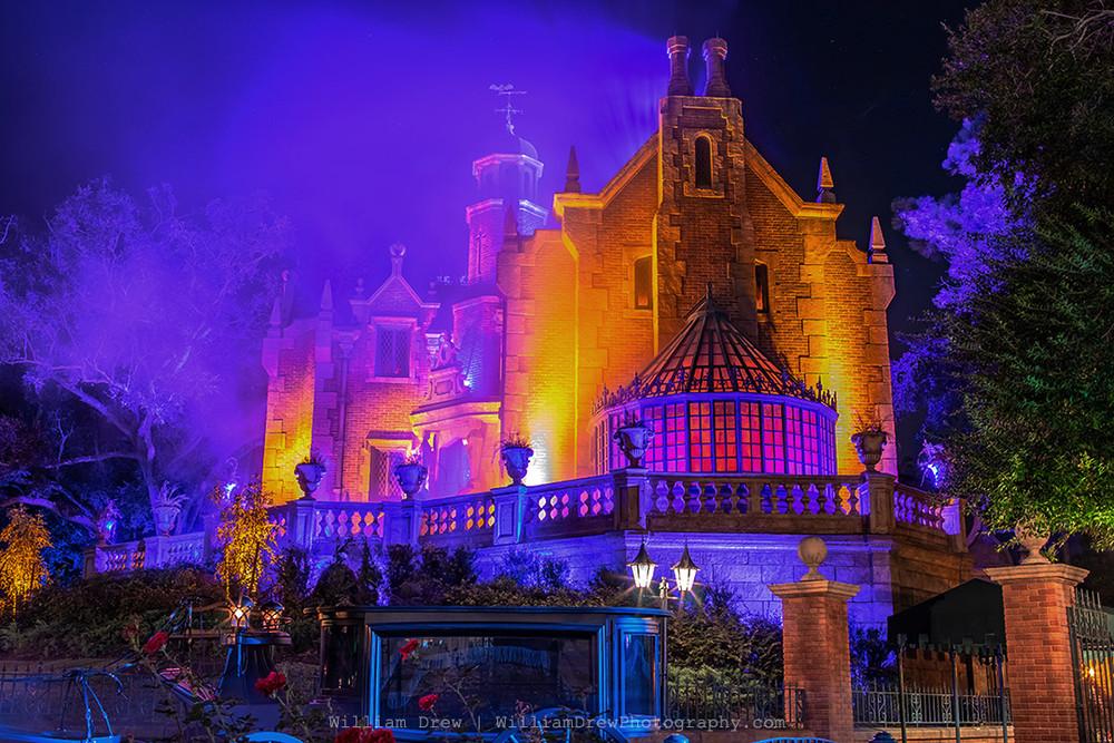 Disney's Yellow Haunted Mansion Halloween - MNSSHP Photos | William Drew Photography