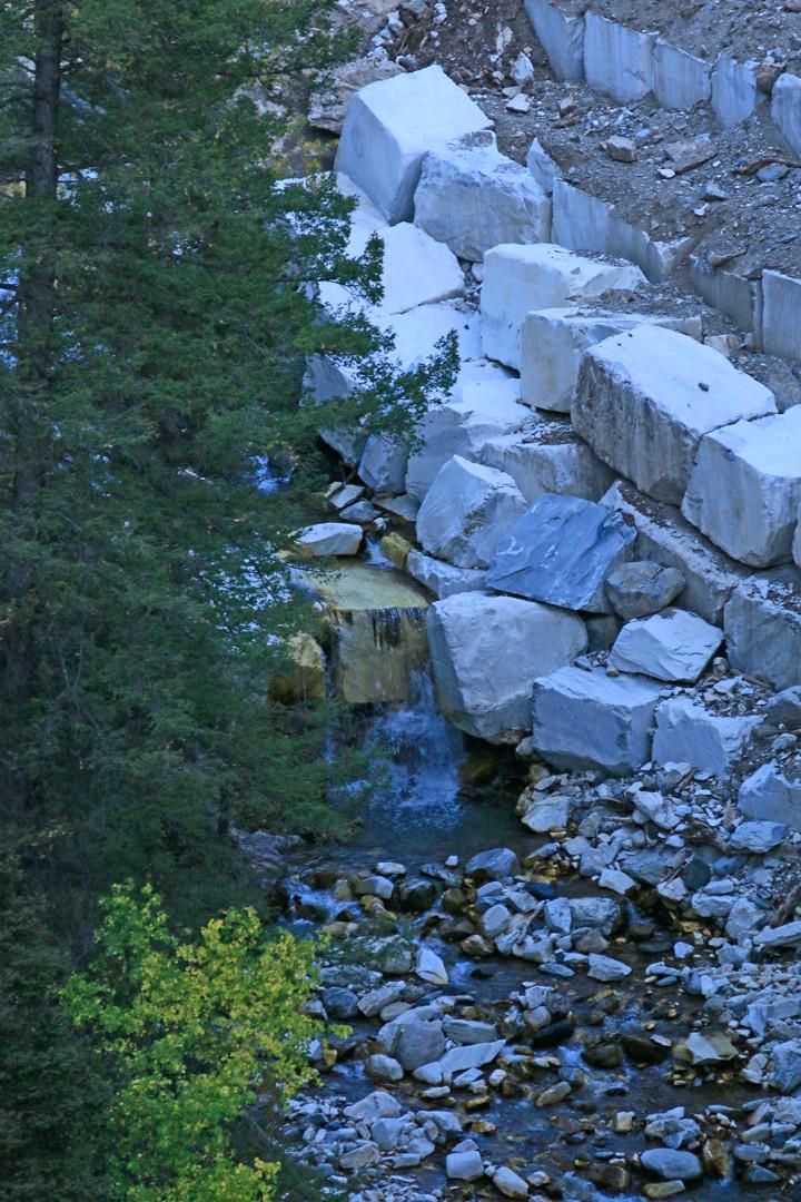 Ravine banks with huge slabs of marble.