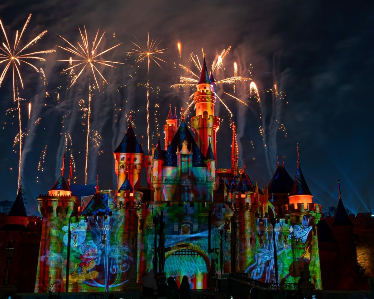 Mickey's Mix Magic with Fireworks Goofy