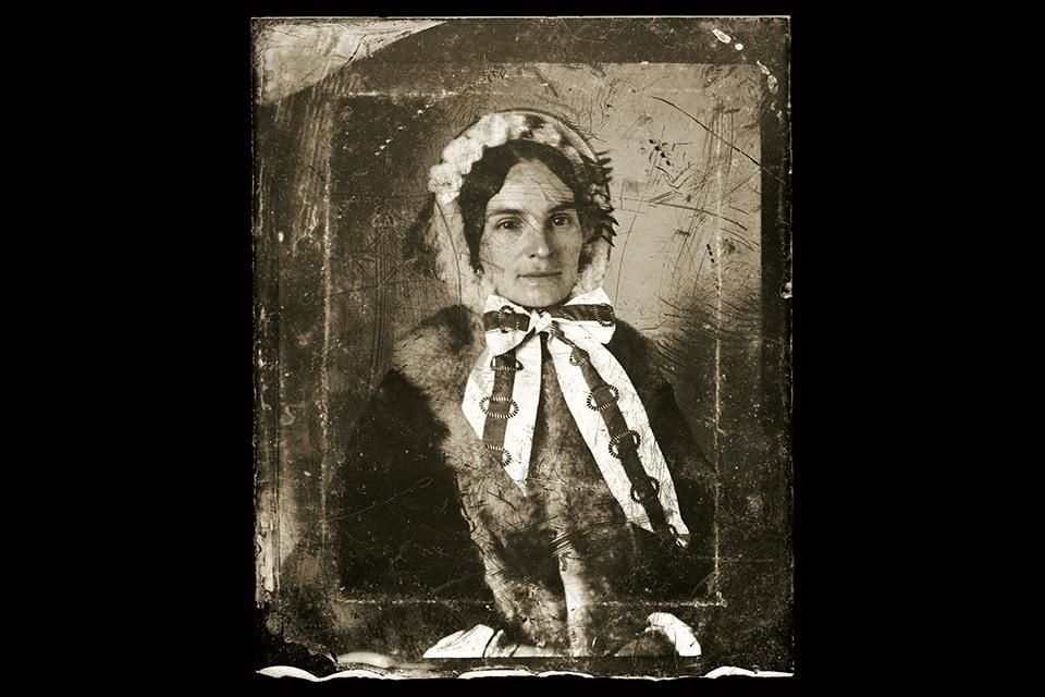 Glass_neg_woman_wearing_hat_mzohg1