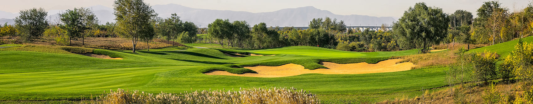 <div class='title'>           YINHONG NO. 6, YINTAI HONGEYE GOLF CLUB, BEIJING, 10TH HOLE         </div>                 <div class='description'>           After overnight winds, Beijing's air cleared beautifully, revealing a stunning 10th hole.         </div>