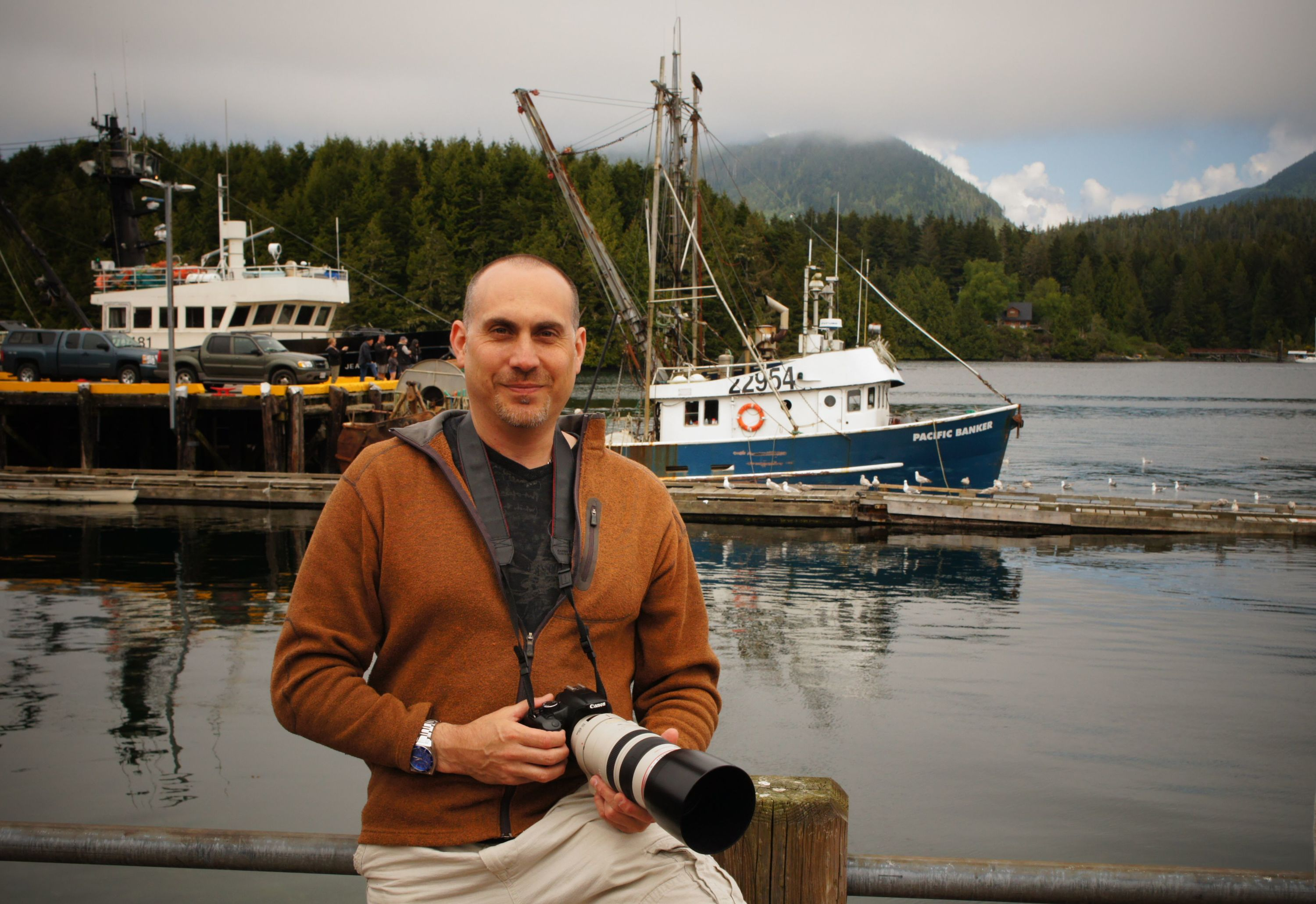 <div class='title'>           Robert VandenDool, Wildlife Artist and Photographer of Artistically Wild at Ucluelet, British Columbia         </div>                 <div class='description'>           Robert VandenDool, Wildlife Artist and Photographer of Artistically Wild at Ucluelet, British Columbia         </div>