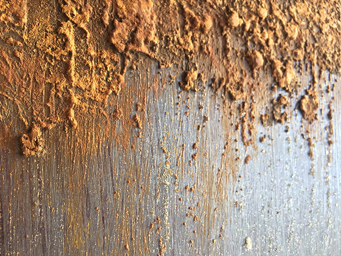 <div class='title'>           Rust And Glam faux grunge         </div>                 <div class='description'>           Shimmer & crunch on the same wall         </div>