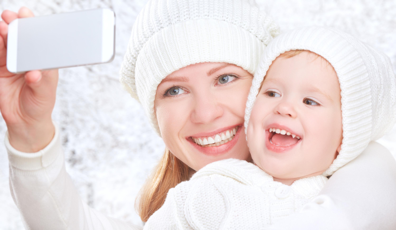 <div class='title'>           Camera phone photo of Mother and Child         </div>                 <div class='description'>           Selfie Photo Gift Ideas         </div>