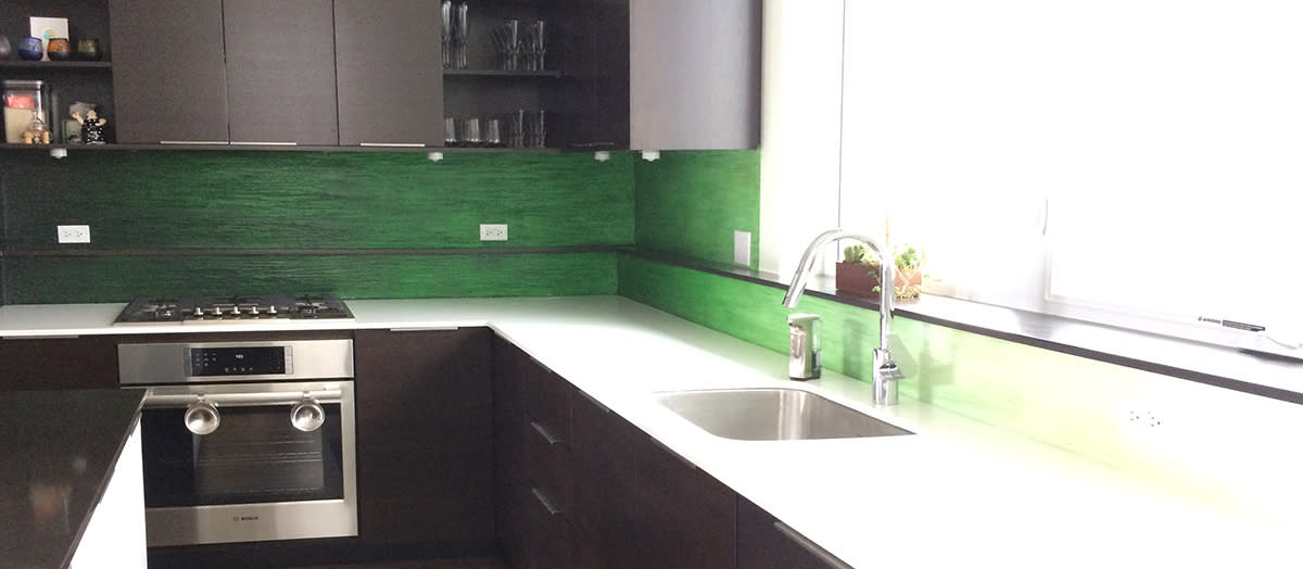<div class='title'>           Modern kitchen         </div>                 <div class='description'>           Sleek and modern - but with bold personal color. Textured & painted backsplash in a Chicago residence.         </div>