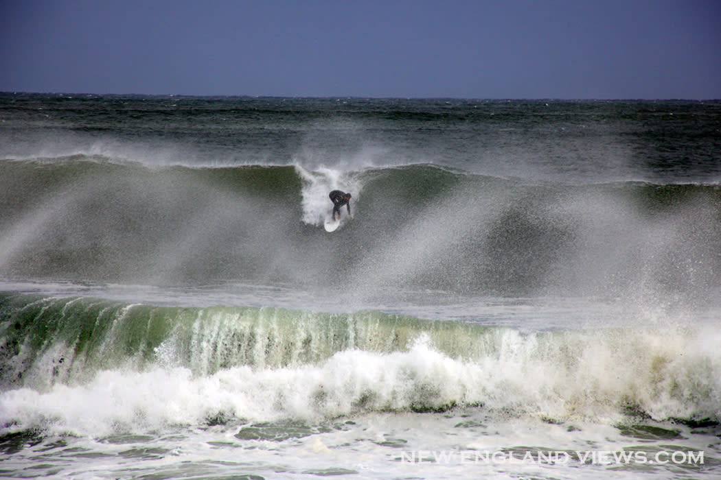 Big_waves_surfer-good_harbor_beach_vkb0v9