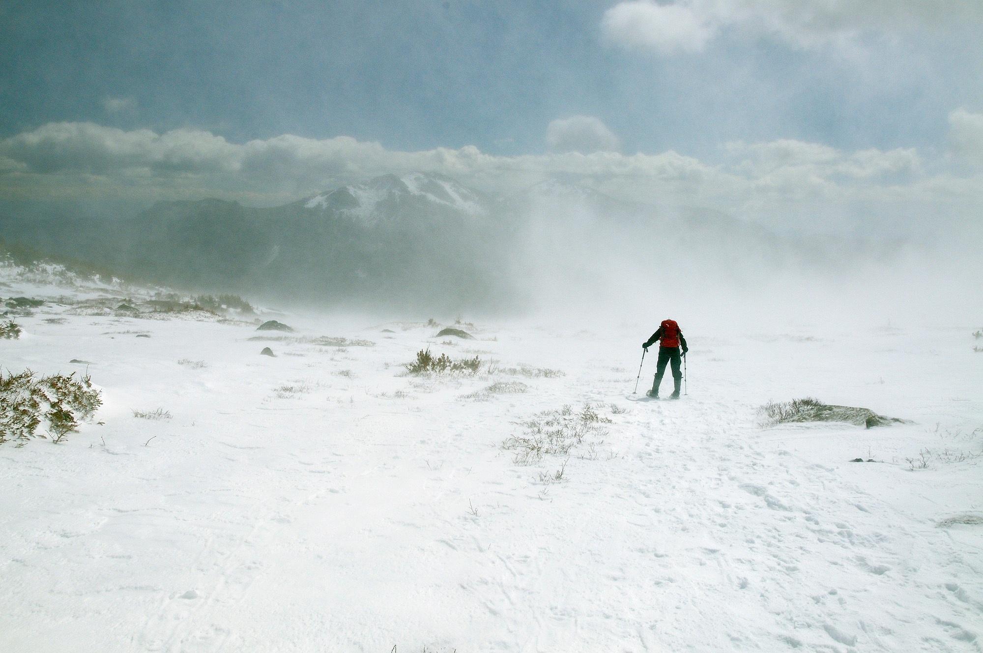 <div class='title'>           Hiker in blowing snow on Mills Moraine         </div>                 <div class='description'>                    </div>