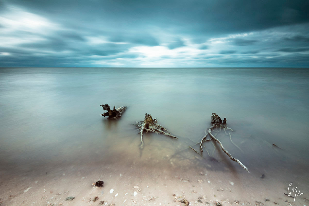 <div class='title'>                    </div>                 <div class='description'>           Capture long exposure waterscapes from one of the wild beaches         </div>