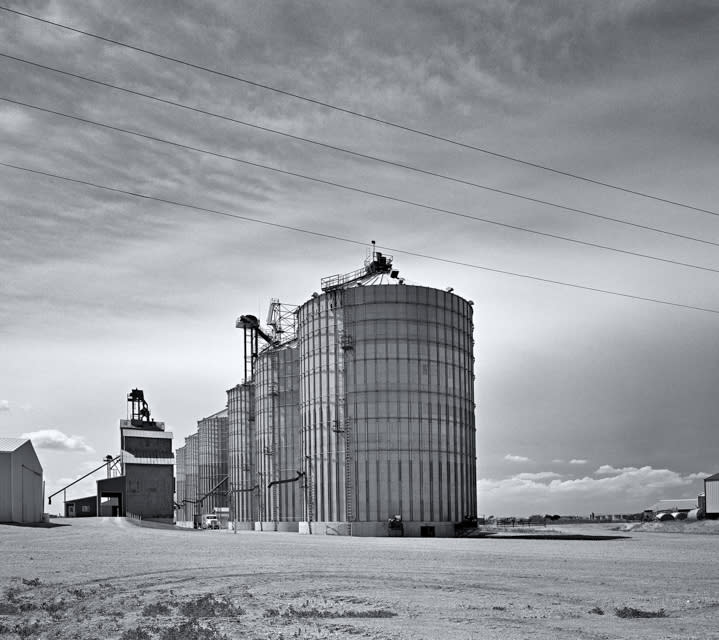 Sis_silos_-_eastern_south_dakota_d5dmlh