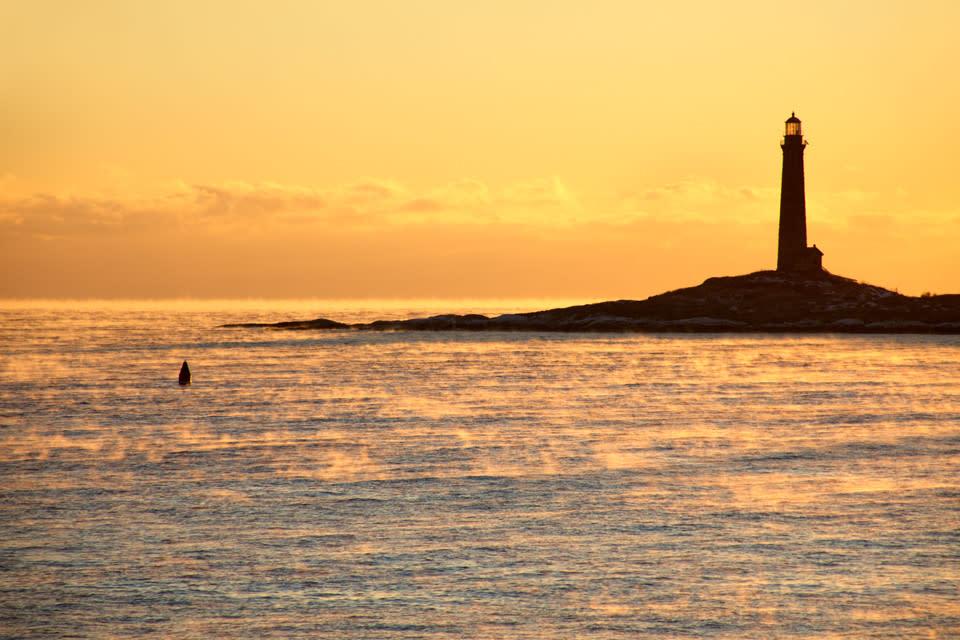 <div class='title'>           Lighthouse Sea Smoke Twinlights Sunrise Northlight Thatchers Island lpu8lb         </div>