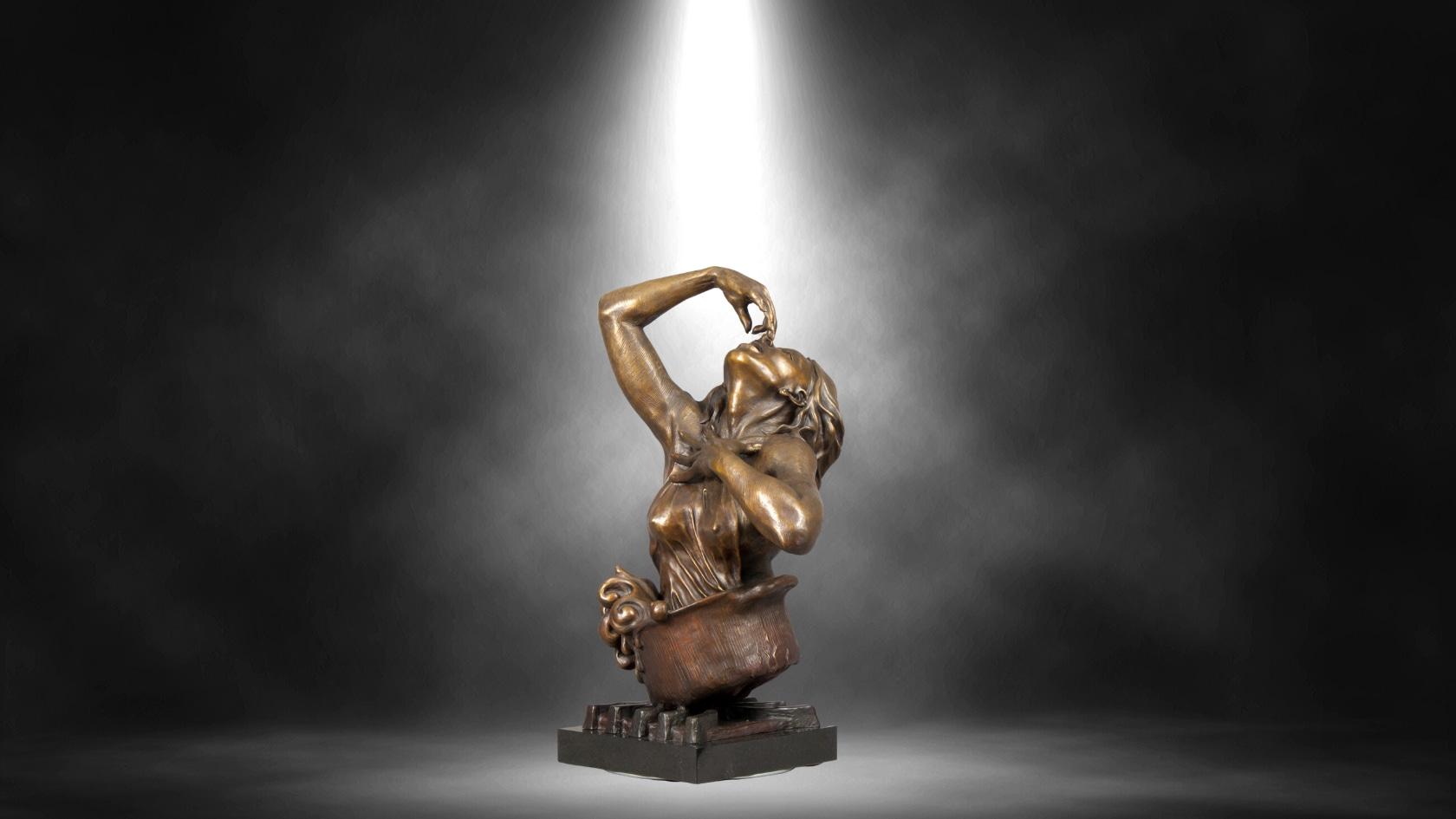<div class='title'>           Lance Glasser Artist   Mock Ups Black Spotlight Bronze Sculpture Front Street Lahaina Pedastal Slideshow Fine Art Hawaii 1         </div>
